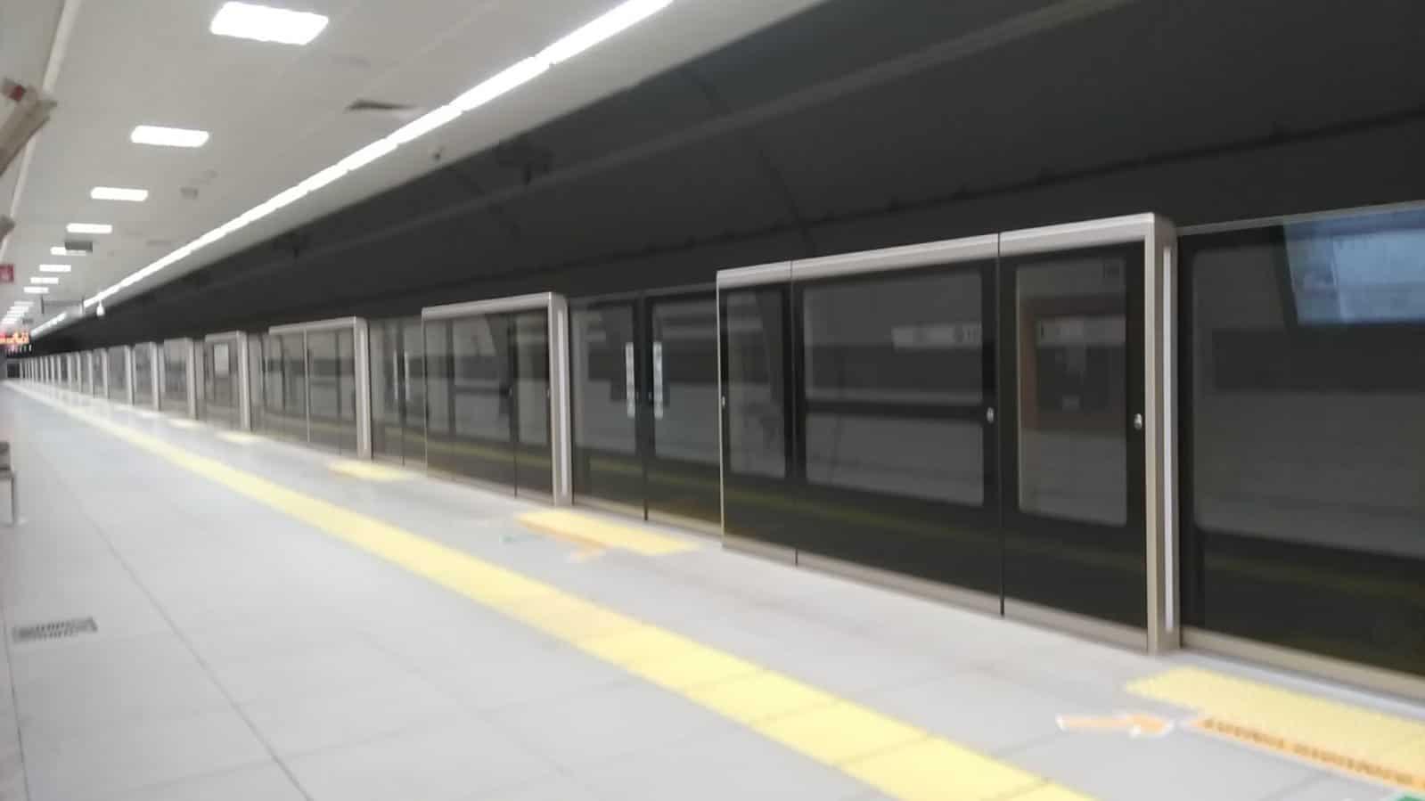 metro peron ayırıcı kapı