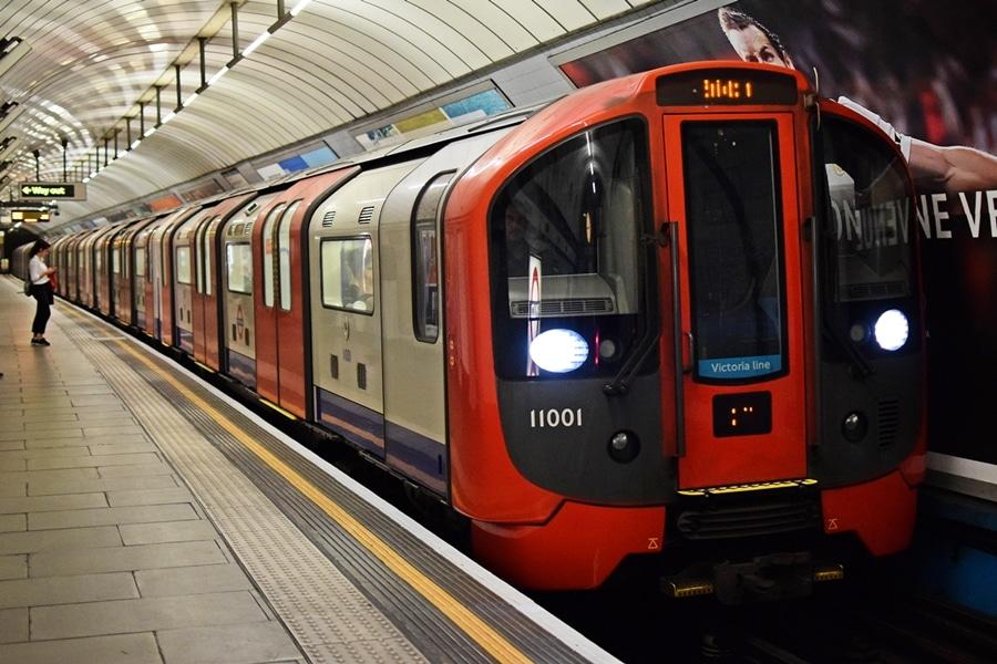 otomatik sürücüsüz sistemli metro