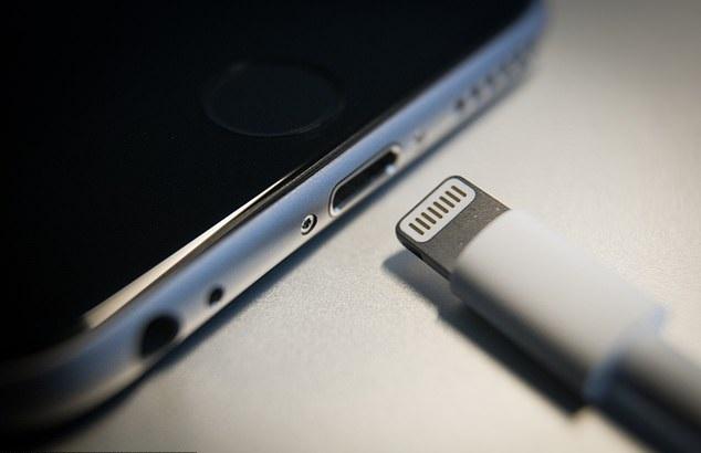 iPhone'u Şarja Takılıyken Kullanmak